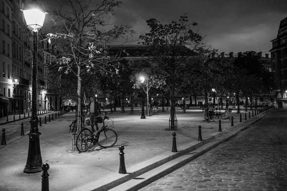 Place Dauphine Night